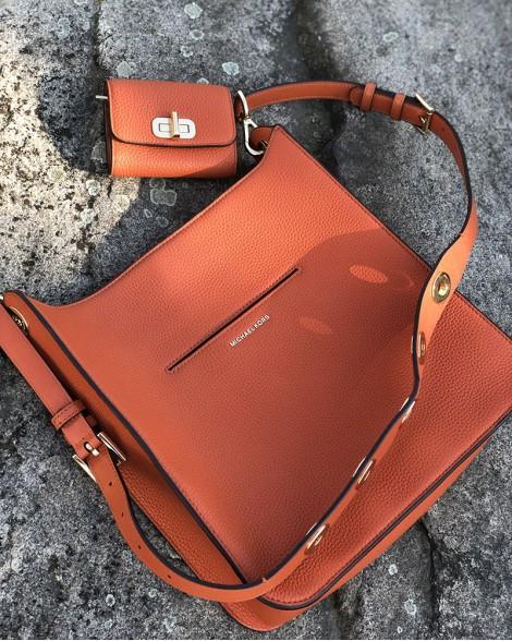 f39c33a88b Kabelka dámská Michael Kors BLAKELY oranžová
